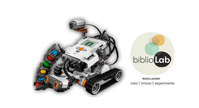 Fotografia de l'activitat BIBLIOLAB: INTRODUCCIÓ A LA ROBÒTICA AMB LEGO MINDSTORMS EV3