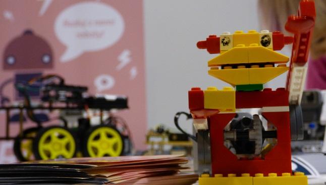 Fotografia de l'activitat LEGO WEDO: CONSTRUÏM ROBOTS. TALLER