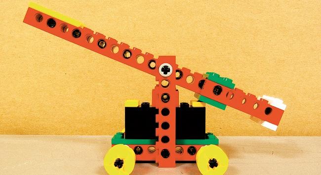 Fotografia de l'activitat MINI INNOVA - CONSTRUCCIONS MECÀNIQUES AMB LEGO. TALLER FAMILIAR