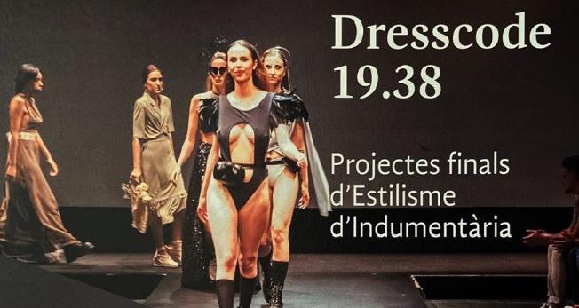 Fotografia de l'activitat DESFILADA DRESS CODE 19.38. EXPOSICIÓ