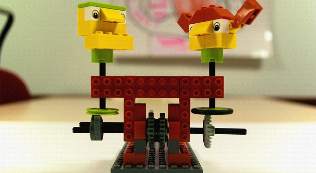 Fotografia de l'activitat MINI INNOVA - AUTÒMATS DE LEGO EN ACCIÓ! TALLER FAMILIAR