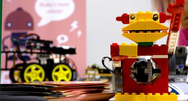 Fotografia de l'activitat LEGO WEDO 2.0: PROGRAMEM ROBOTS. TALLER FAMILIAR