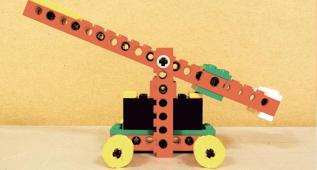 Fotografia de l'activitat CONSTRUCCIONS MECÀNIQUES AMB LEGO. TALLER FAMILIAR